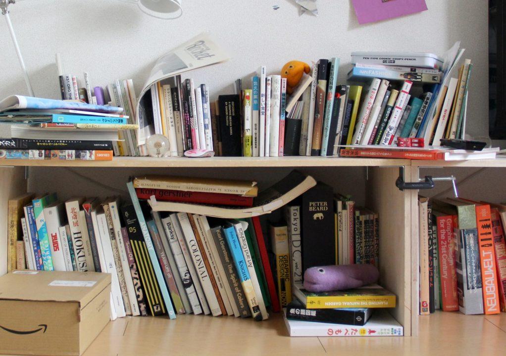 平 積み 本棚